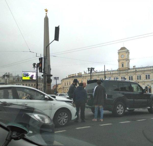 Актер из «Разбитых фонарей» попал в аварию в центре Петербурга