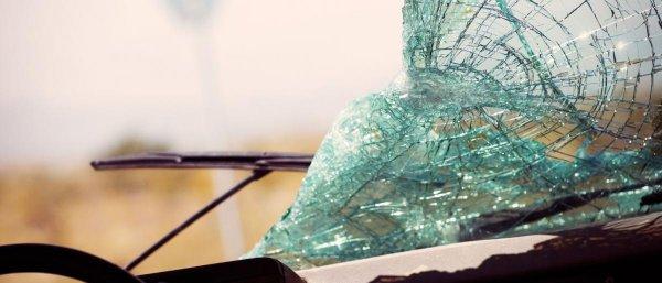 В Ростове мужчина с помощью бейсбольной биты разбил стекло машины
