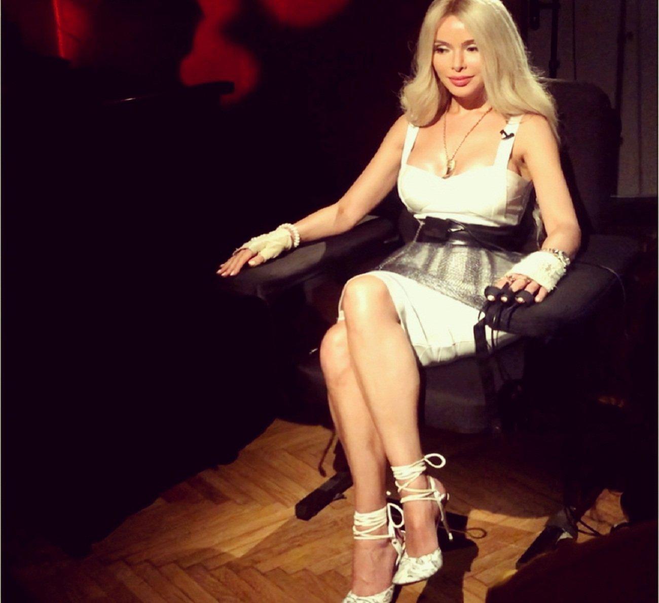 biznesmen-zanyalsya-seksom-s-domrabotnitsey-zamuzhnie-porno-blondinki