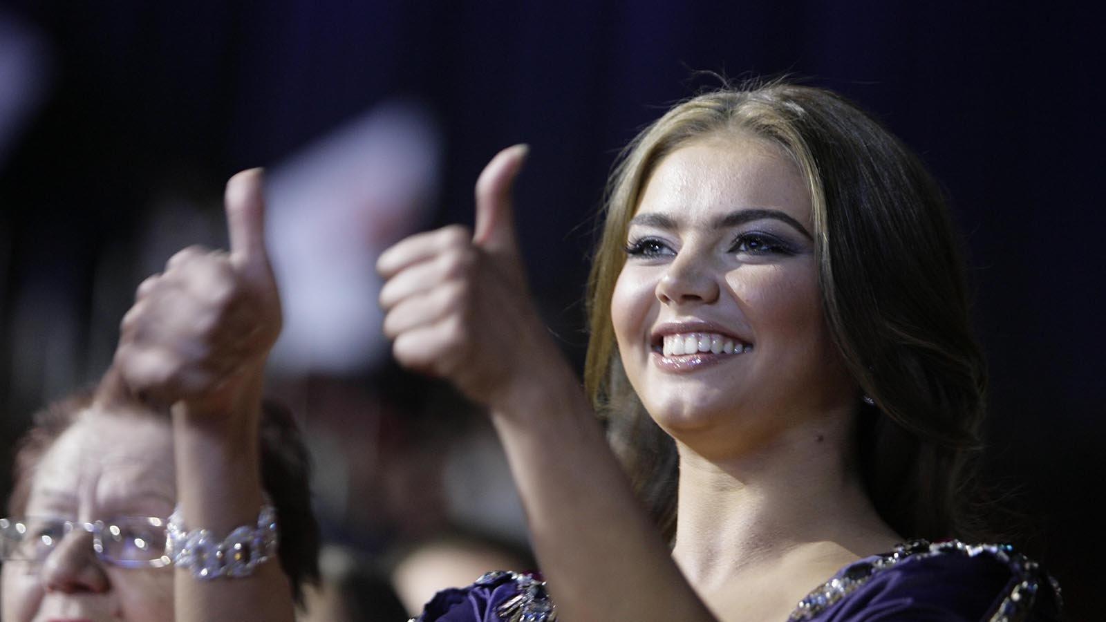 Алина Кабаева защищает диссертацию кандидата педагогических наук