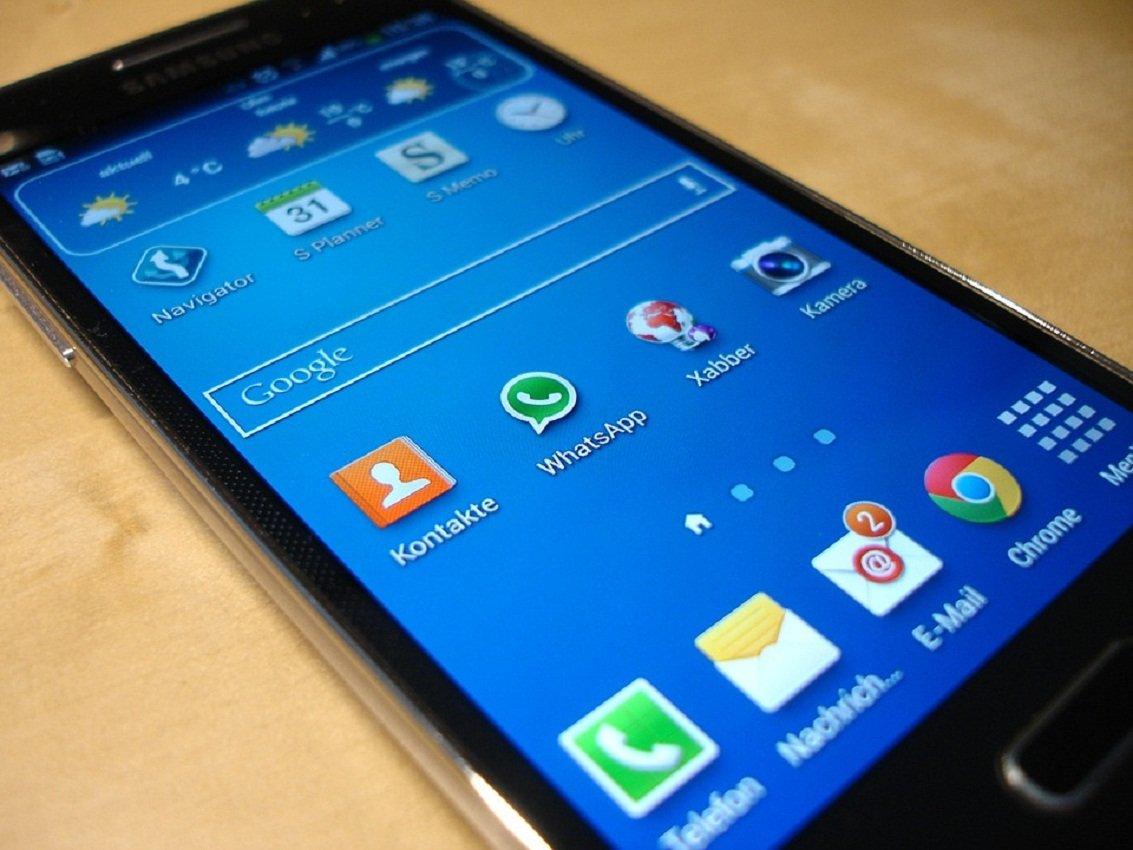 Мобильные телефоны с«дыркой» наэкране могут стать главным трендом 2019 года