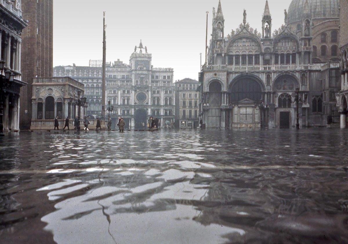 ВВенеции «красный» уровень опасности, затопило большую часть города