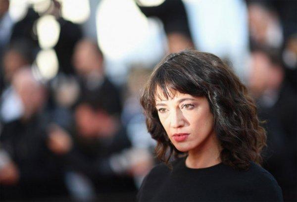 Обвинившую Вайнштейна в изнасиловании актрису подозревают в растлении несовершеннолетнего