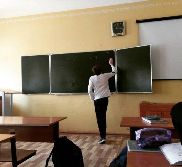 Молодая учительница школы в Подмосковье может лишиться работы из-за мата