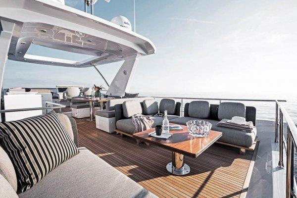 Гости The St.Regis Maldives Vommuli Resort могут арендовать яхту Norma