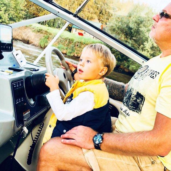 Пресняков-младший лично научил сына кататься на «пацанском» велосипеде