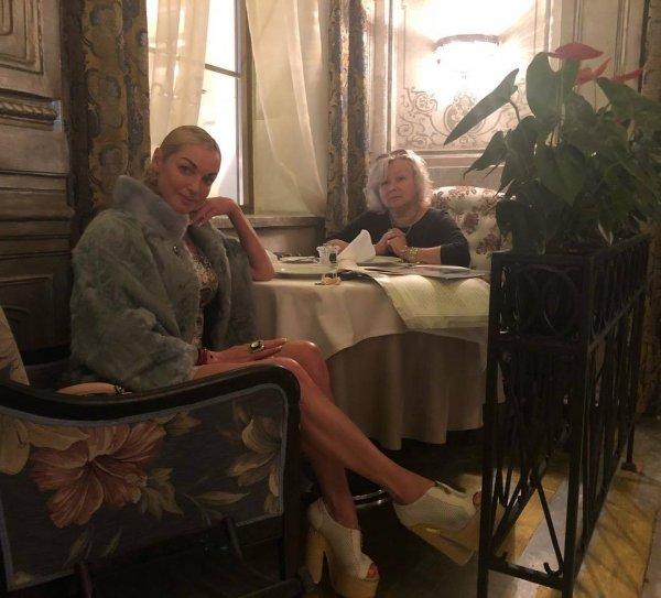 «Самой ума не хватит»: Волочкова пишет книгу чужими руками, фанаты смеются