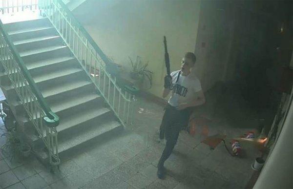 В Сеть выложили новое фото устроившего жестокую расправу «керченского стрелка»