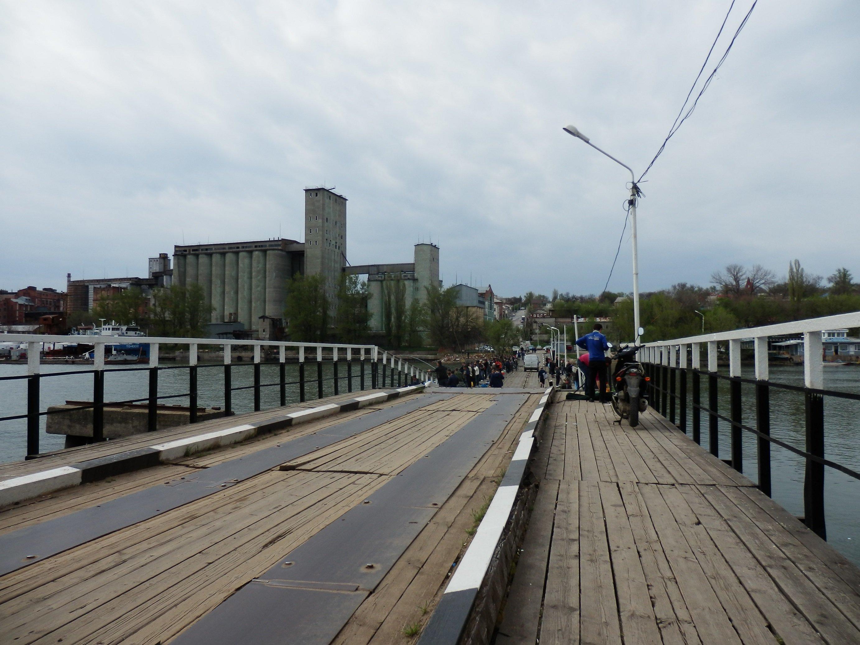 Мост затопило вРостове на29-й Линии