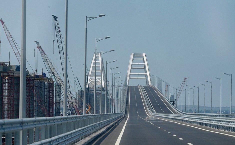Ж/д арку Крымского моста соединили спервым пролетом состороны Керчи
