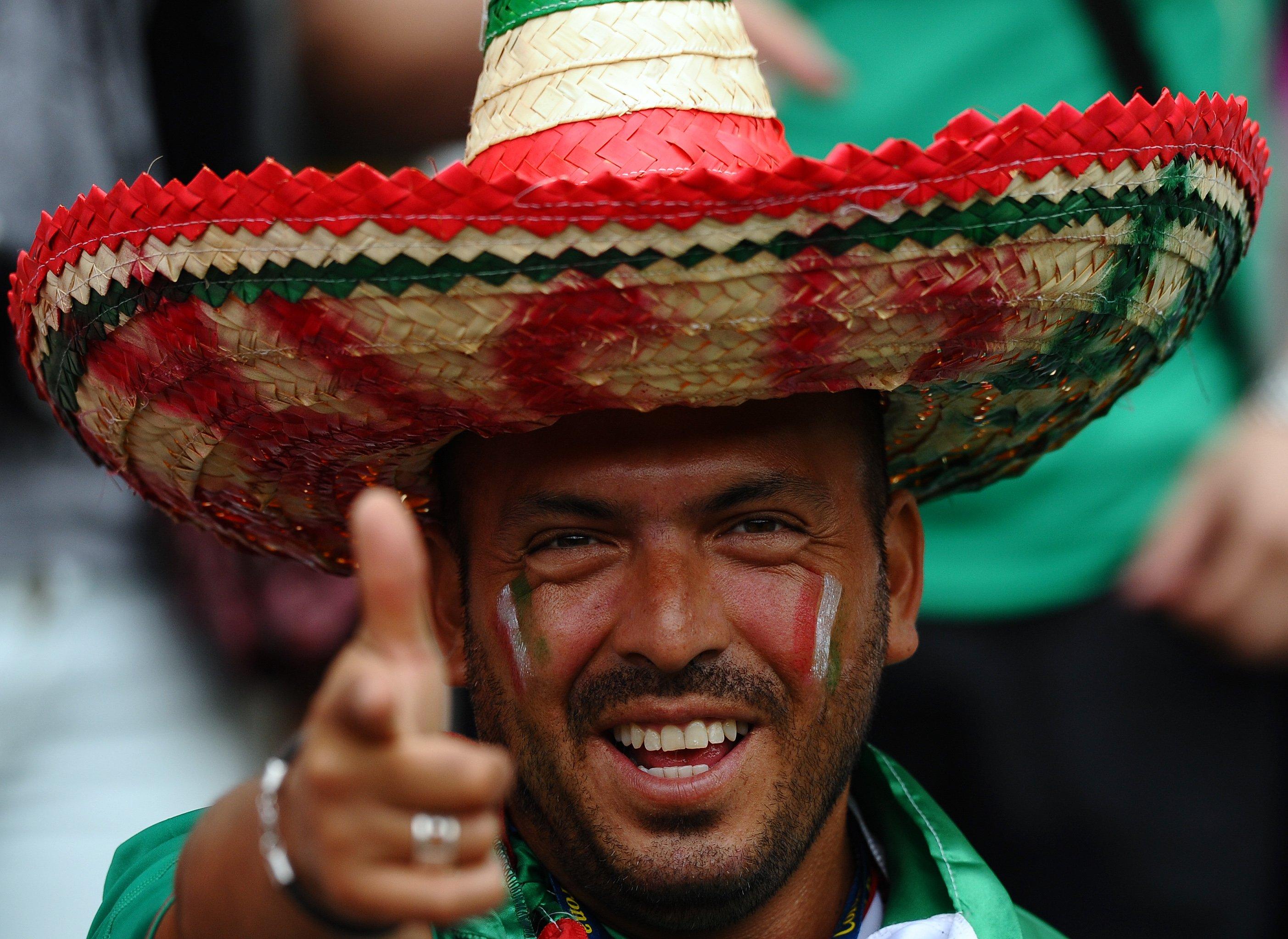камни переодевают мексиканцы колоритные фото записи лазерное шоу