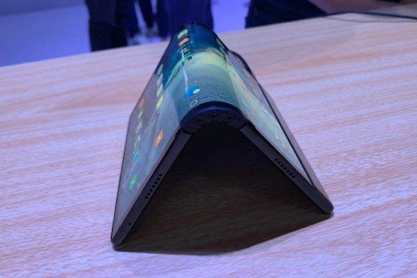 Samsung Galaxy F будет обладать первым в мире сгибающимся экраном