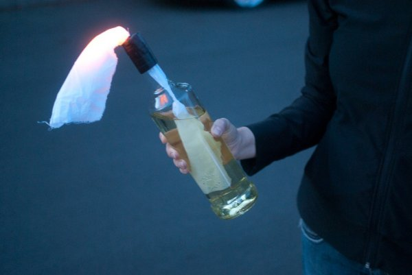 В Петербурге неизвестные бросили зажигательную смесь в здание канала «НТВ»