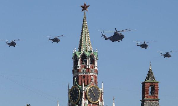 ФСО России отказалась комментировать наличие военных вертолетов над Кремлем