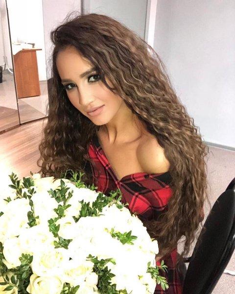 «Давно секса не было!»: Бузова «атаковала» Instagram полуобнажёнными ягодицами – фанаты
