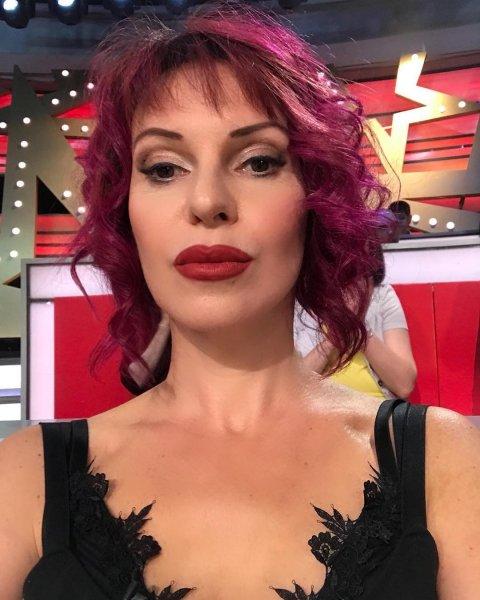 «Люблю Настю»: Наталья Штурм с голой грудью посмеялась над Волочковой