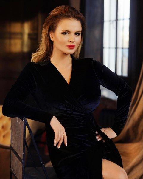Анну Семенович затравили за «порнушную» гифку