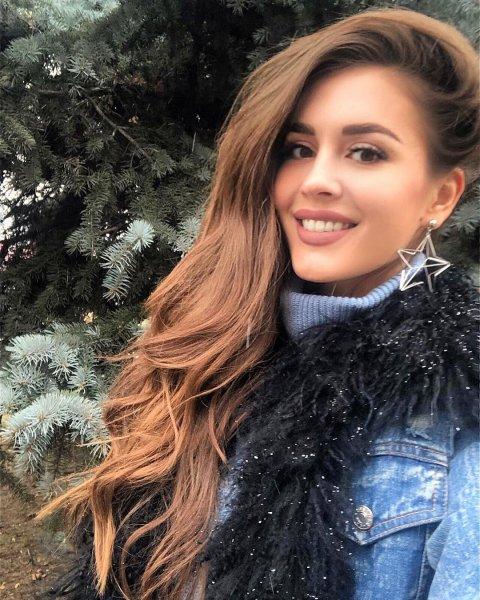 Анна Бузова поссорилась с сестрой из-за «лицемерия» и «бартерных отношений» - соцсети