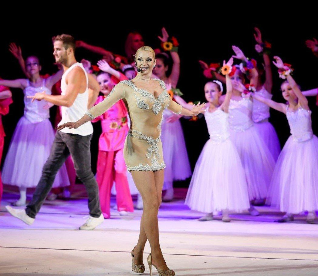 mezhdu-sisek-tantsi-golih-tantsorov-baleta-operatsiya