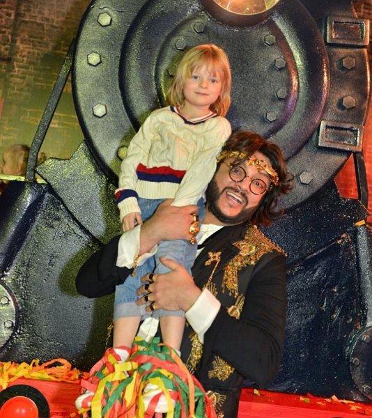 Почти на шее у Киркорова: Рудковская похвалила амбиции сына