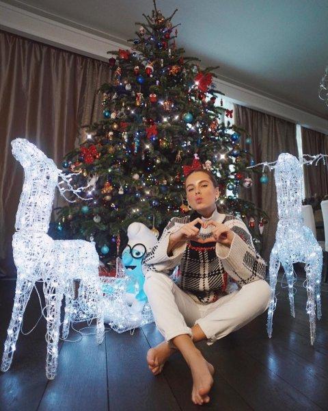 Клюкина с раздвинутыми ногами мечтает о новом счастье в Новом году