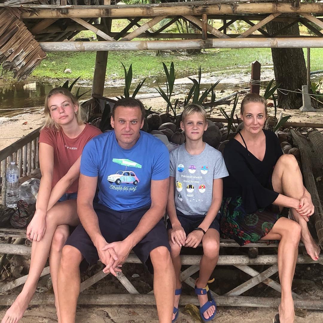 Картинки по запросу навальный за границей