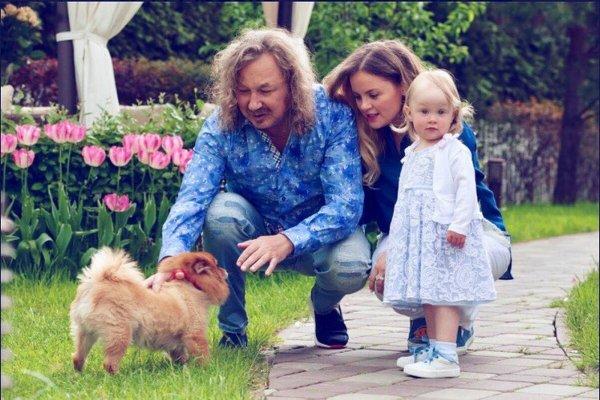 Игорь Николаев поделился видеозаписью с пением своей маленькой дочери