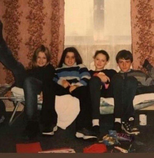 «С детства была паханом»: Детские фотографии Бородиной поразили сеть «стилем гоп-стоп»