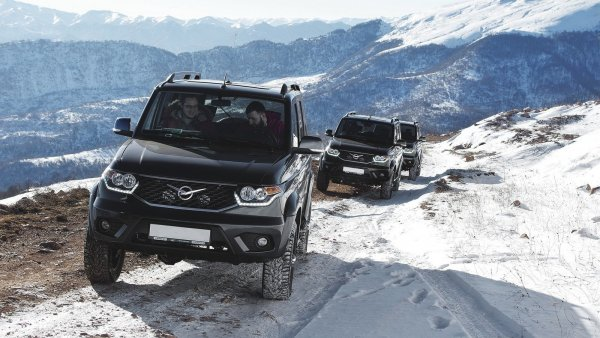 «Застряли напрочь!»: Renault Duster и УАЗ «Патриот» на летней резине посоревновались на зимнем бездорожье