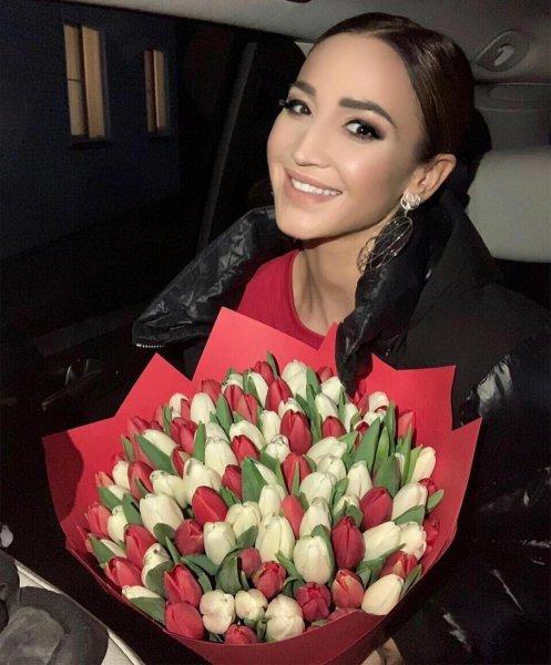 «А розы зажал?»: Бузова выгораживает скупого любовника - Фанаты