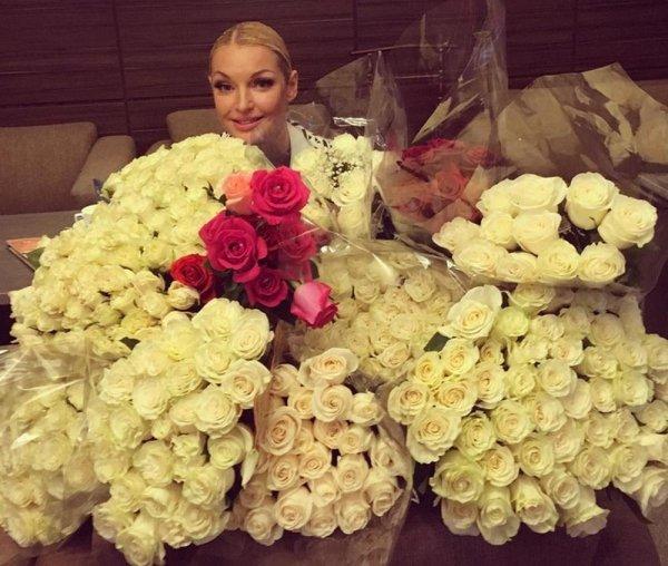 Хоть бы не позорился: Обедневший жених Волочковой перешёл на скромные подарки для «богини»