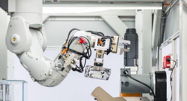 Apple представила секретную лабораторию, где роботы перерабатывают старые айфоны