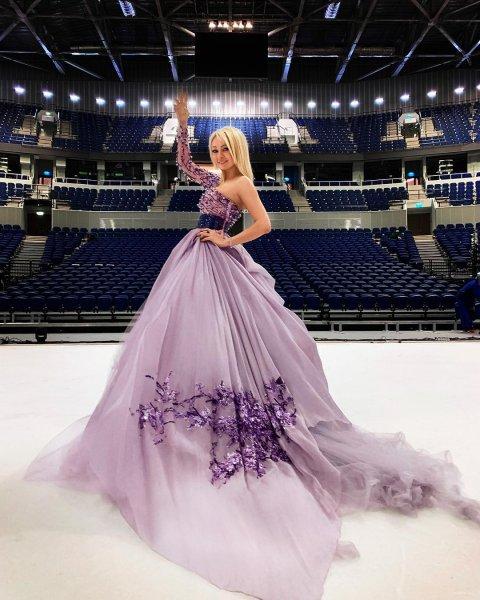 Живет в мире тщеславия - фанаты осудили «перегидрольную блондинку» Рудковскую за ее хвастовство