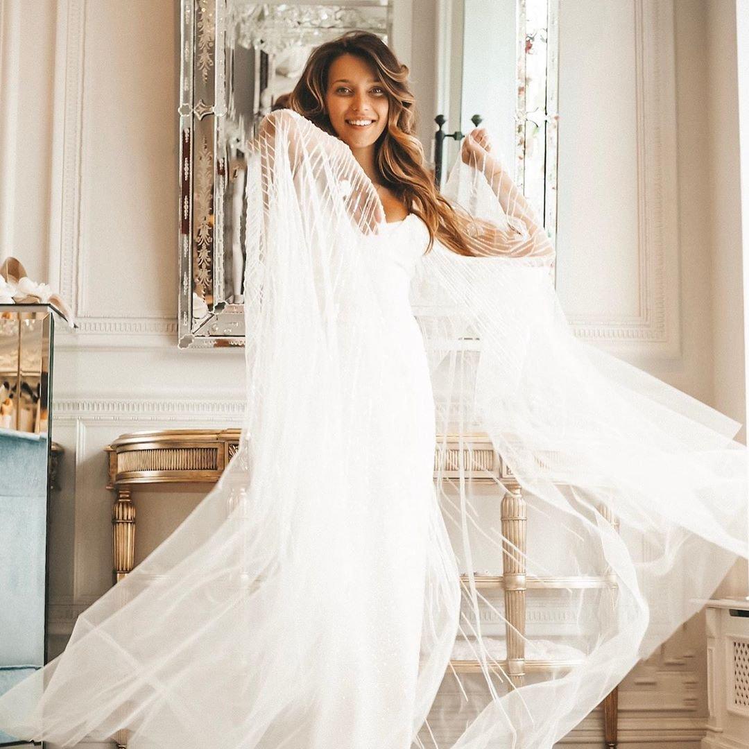 c76d5194da25bc9 Недавно в своем микроблоге Регина Тодоренко, ведущая YouTube-канала  «Пятница с Региной» рассказала, что намерена еще раз выйти замуж.
