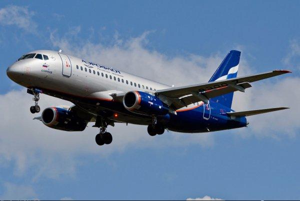 СМИ: 11 человек погибли в пожаре на борту самолёта SSJ-100 в Шереметьево