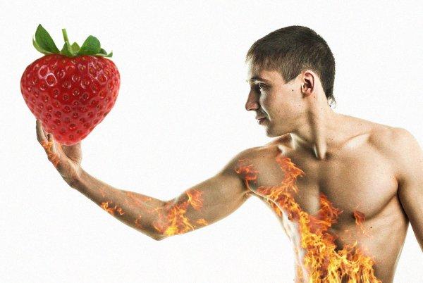 Клубника заменит Виагру: Учёные рассказали о пользе ягоды для потенции мужчин