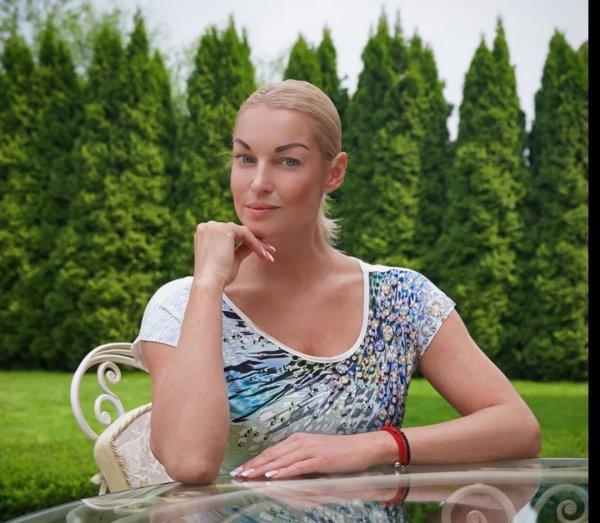 «Я всей стране желаю такого алкоголизма»: Волочкова нелепо оправдалась за страсть к спиртному