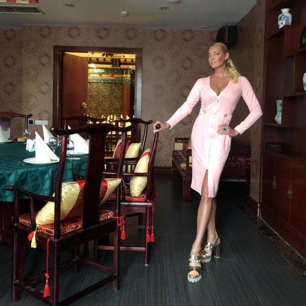 Украла волосы и платье? Волочкова в ресторане опозорилась нарядом из «секонда»