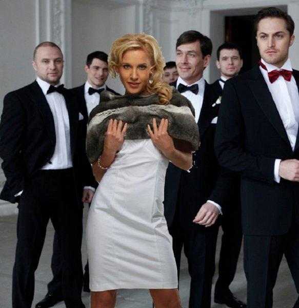 «Горячие мужчины» и непристойное поведение - Ковальчук мстит Чумакову за измены?
