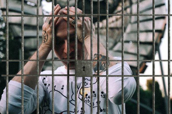 #сядьзатекст или как Оксимирон провоцирует свой арест властями