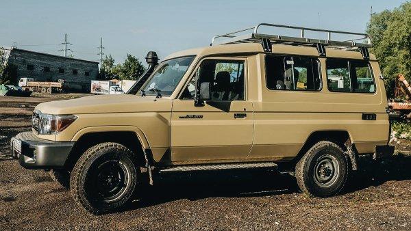 «Была и остается одной из моих любимых машин»: Блогер рассказал о Toyota Land Cruiser 78 с салоном-трансформером