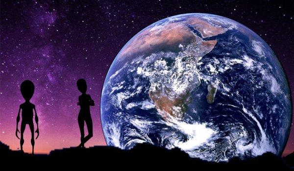 Пришелец гуляет по Луне? Спутник оказался кораблём инопланетян