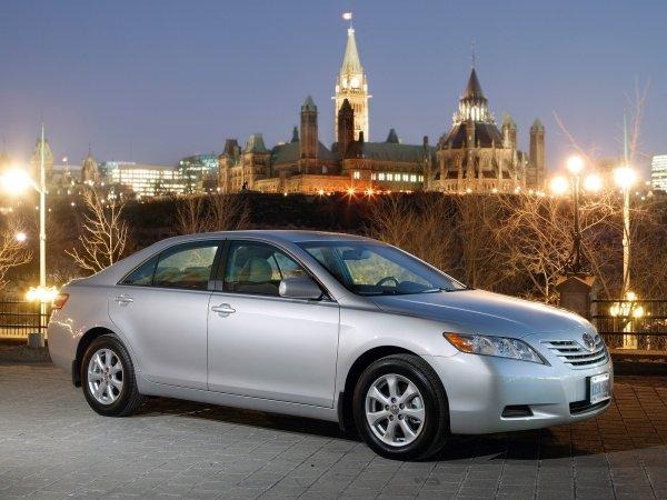«Такая корова нужна самому»: Таксист рассказал, сколько может принести Toyota Camry 40 за неполную смену в «Комфорте» и «Бизнесе»