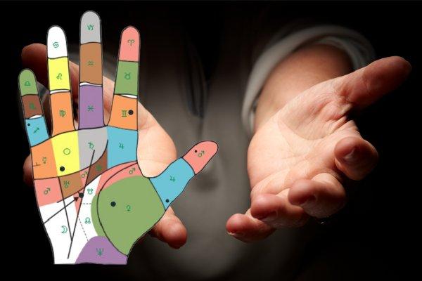 Хиромант развеял самый большой миф о родинках на руках