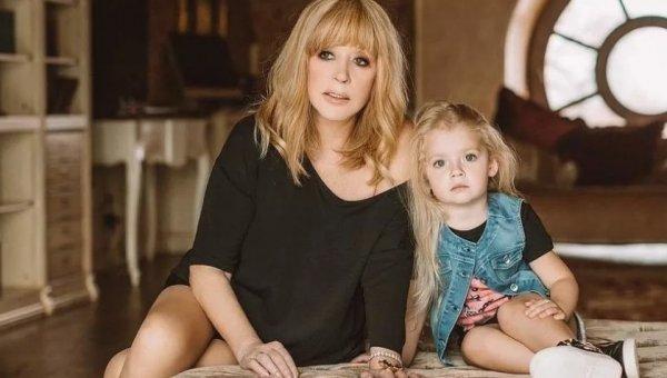 Дочь Пугачёвой артисткой не станет – Лиза Галкина шокировала отца умениями в тяжёлом спорте