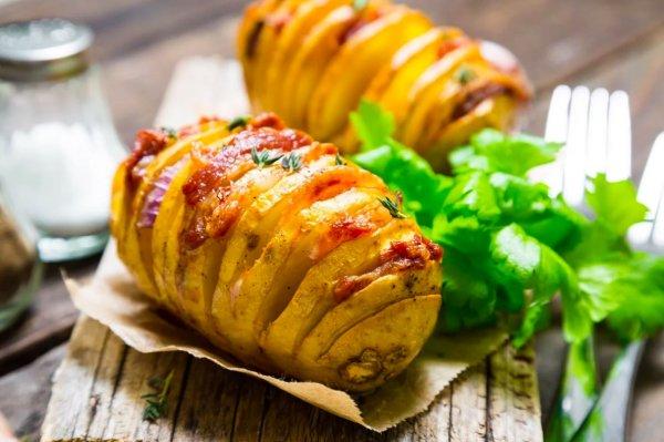 Картошка-гармошка в духовке по рецепту кулинара