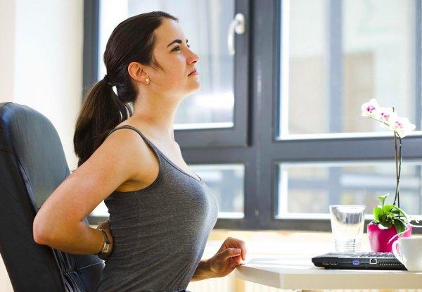Врач назвал 2 простых упражнения от боли в спине