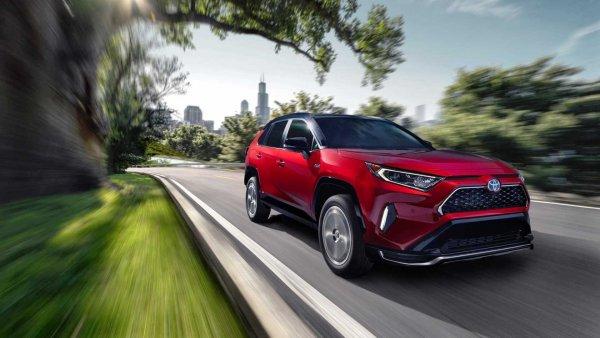 Таблетка озверина: Новый Toyota RAV4 оказался агрессивен во всех отношениях