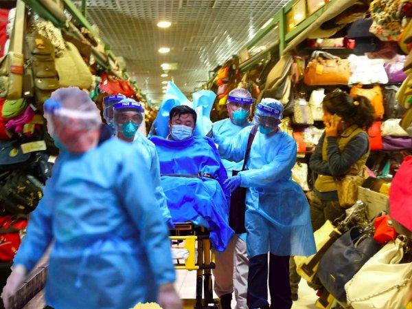 Эксперт рассказал, может ли коронавирус из Китая попасть в Россию через поставки одежды