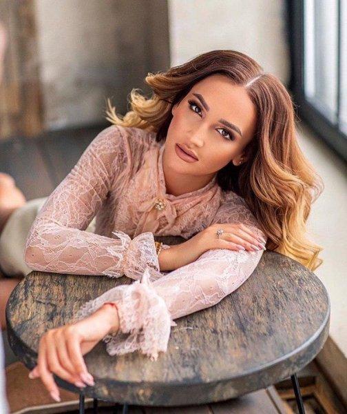 Ольга Бузова чуть не отменила ближайшие концерты из-за травмы спины
